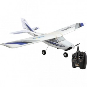 Im Inneren des Flugzeugs befinden sich ein starker 370er Brushless-Motor sowie ein 18A-Regler. Das große Akkufach beherbergt einen 3S 1300mAh LiPo-Akku und mit den optionalen Schwimmern können Sie auch vom Wasser aus starten. HBZ3100