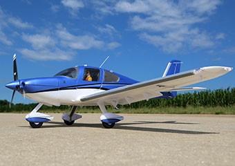 Offiziell lizenziert Dieses Modell ist offiziell von Cirrus Aircraft lizenziert. Nur diese Modelle dürfen die spezielle Farbgebung benutzen.